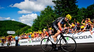 Chris Froome attacks to win stage 7 of the 2012 Tour de France
